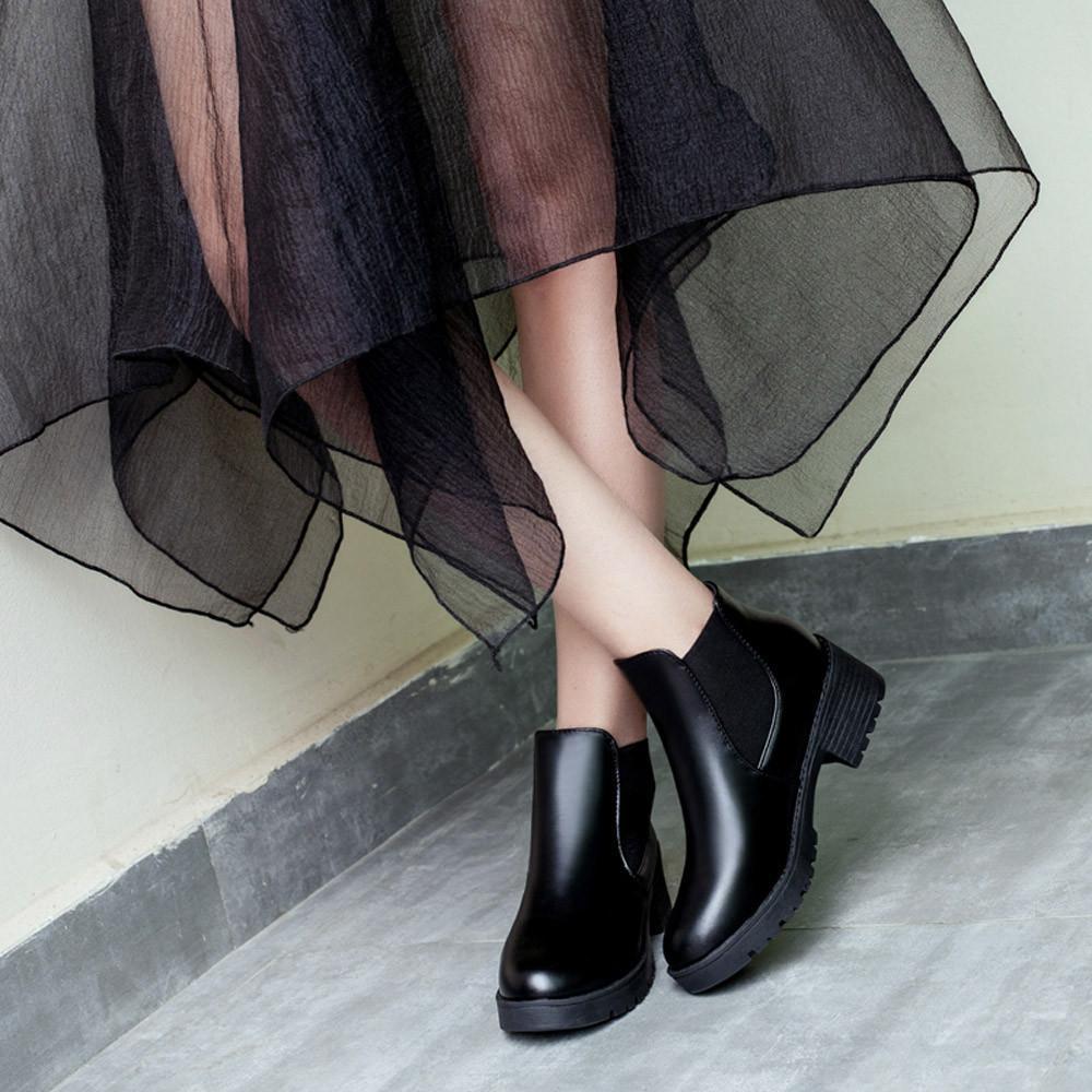 Acquista 2018 Zapatos De Mujer Donna Moda Donna Caviglia Breve Martin Stivali  Da Moto Scarpe Di Cuoio Scarpe Donna Botas Mujer   68 A  82.8 Dal Homemie  ... 04caab3237f