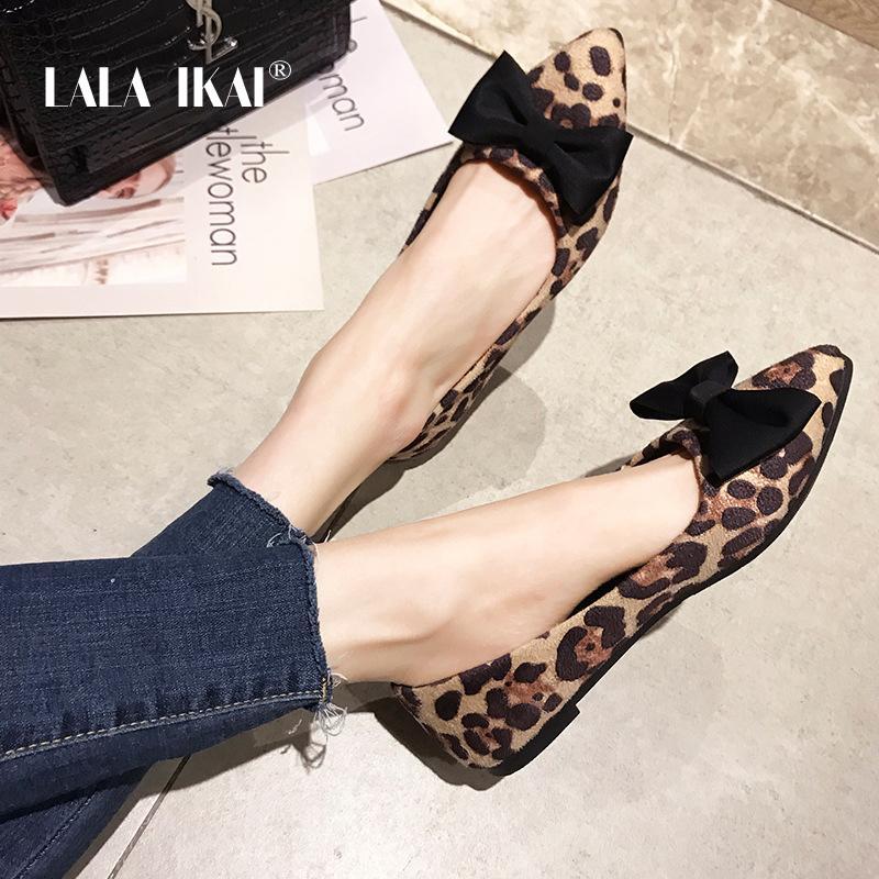 133ac12bd02 Compre LALA IKAI Zapatos Planos Para Mujer Envío De Primavera Leopardo Con  Punta Estrecha Mariposa Nudo Zapatos Sin Cordones 014A3335 49 A  28.87 Del  ...