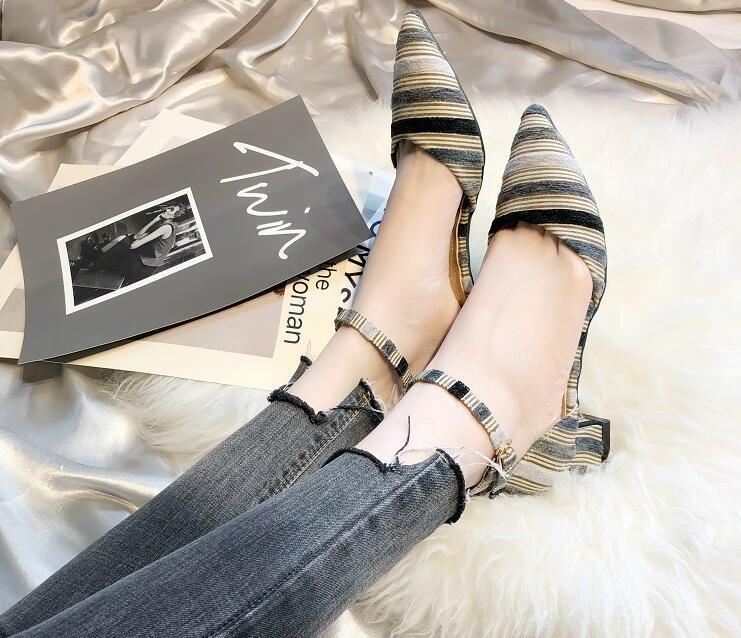 Desenhador Mulheres Apontou Toes Vestido sapatos Fivela Cinta chunky calcanhar boca Rasa Moda Feminina Prom Festa de Casamento Sapatos Mulher bombas Sandálias