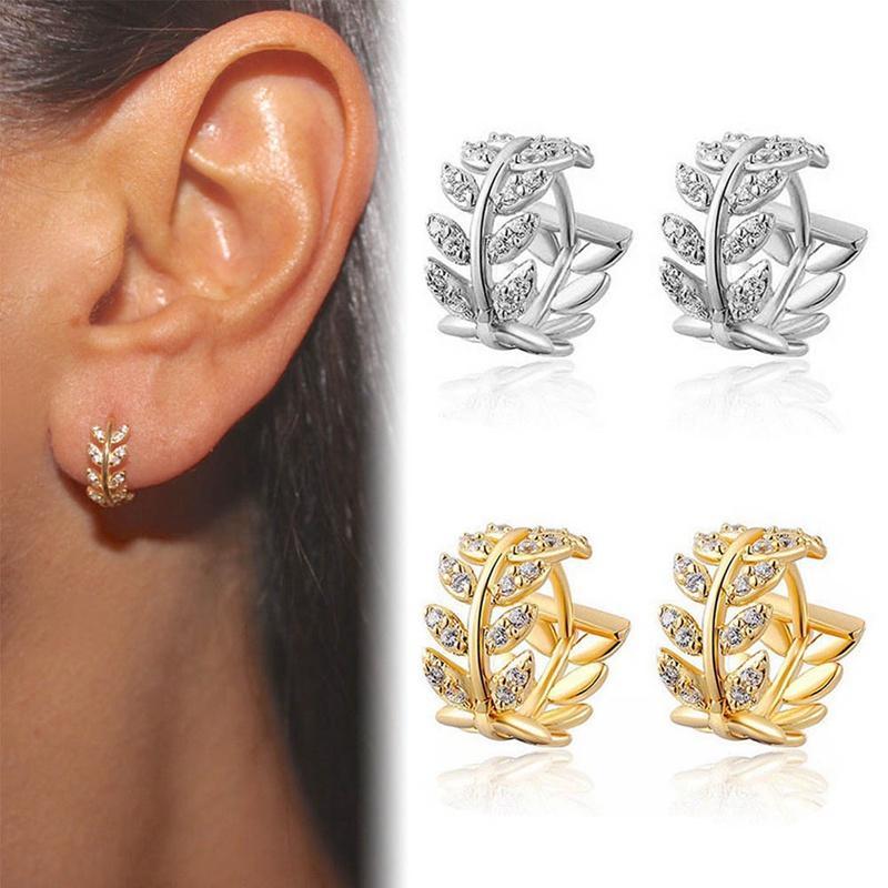 06548016d2aa Compre Moda Forma De Hoja De Color Oro Huggies Hoop Pendientes Para Mujeres  Hojas De Cristal Aretes Pequeños Earing Joyería Bijoux A  34.43 Del Luney  ...