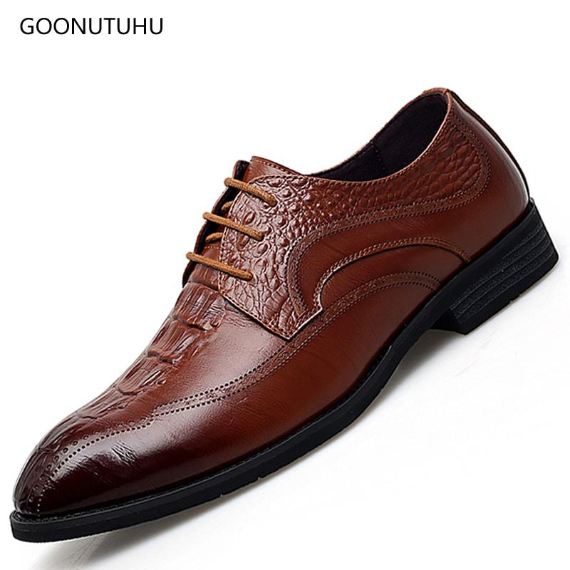 9f60c5c5e4 Compre 2018 Moda Hombre Zapatos De Cuero Genuino Clásico Negro Marrón  Agradable Brogue Zapato Hombre Formal De Boda U Oficina Zapatos Para Hombres  A  58.72 ...
