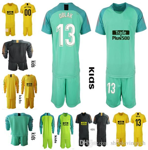 1f399557e2a7c Compre 18 19 Kit De Camiseta De Portero De Fútbol Para Niños   13 OBLAK  GRIEZMANN KOKE Camiseta 18 19 De Futbol Kit De Uniformes De Portero Para  Niños A ...