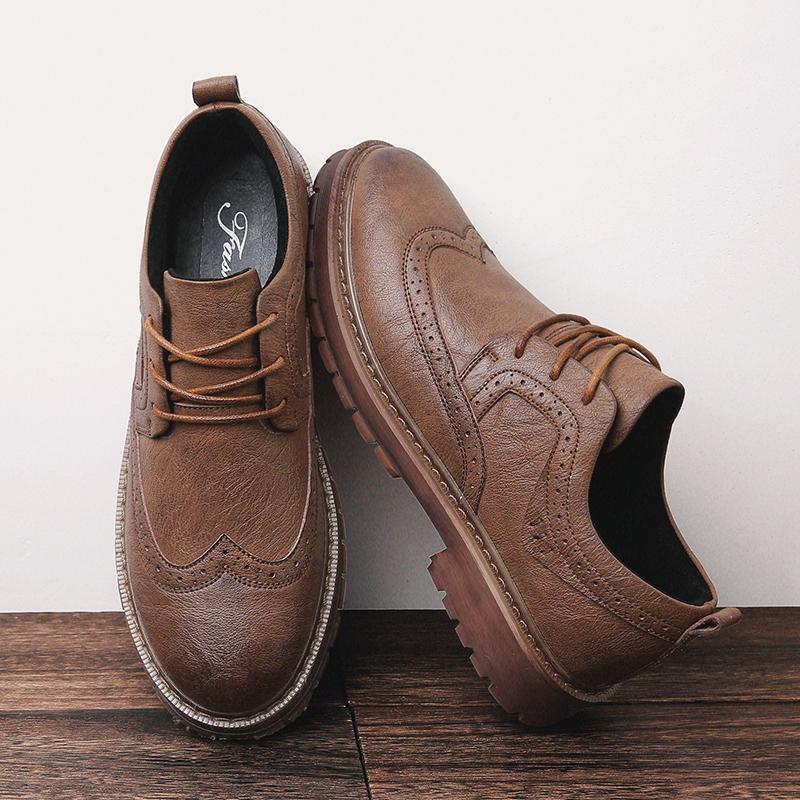 3504b07d25 Compre 2018 Otoño Nuevos Hombres Zapatos Martens Brogue Zapatos Casuales Hombres  Zapatos De Cuero Genuino Trabajo Zapatillas De Deporte Casuales De Negocios  ...