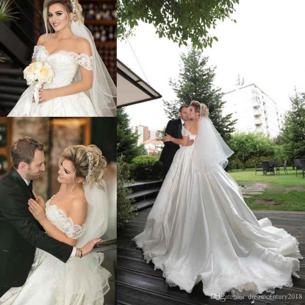 Vintage Ball Gown Wedding Dresses Long Sleeves Lace Appliques Sequins Puffy Arabic Dubai Formal Bridal Gowns Plus Size