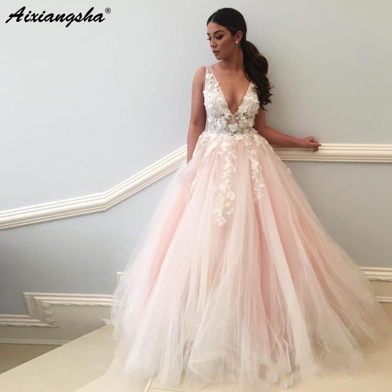 Acquista Romantico Abito Da Sposa Principessa Fata 2019 In Rilievo Fiori  Ricamo Abito Da Sposa In Tulle Scollo A V Abito Da Ballo Rosa A  112.17 Dal  ... 8fcc9f2b9a3
