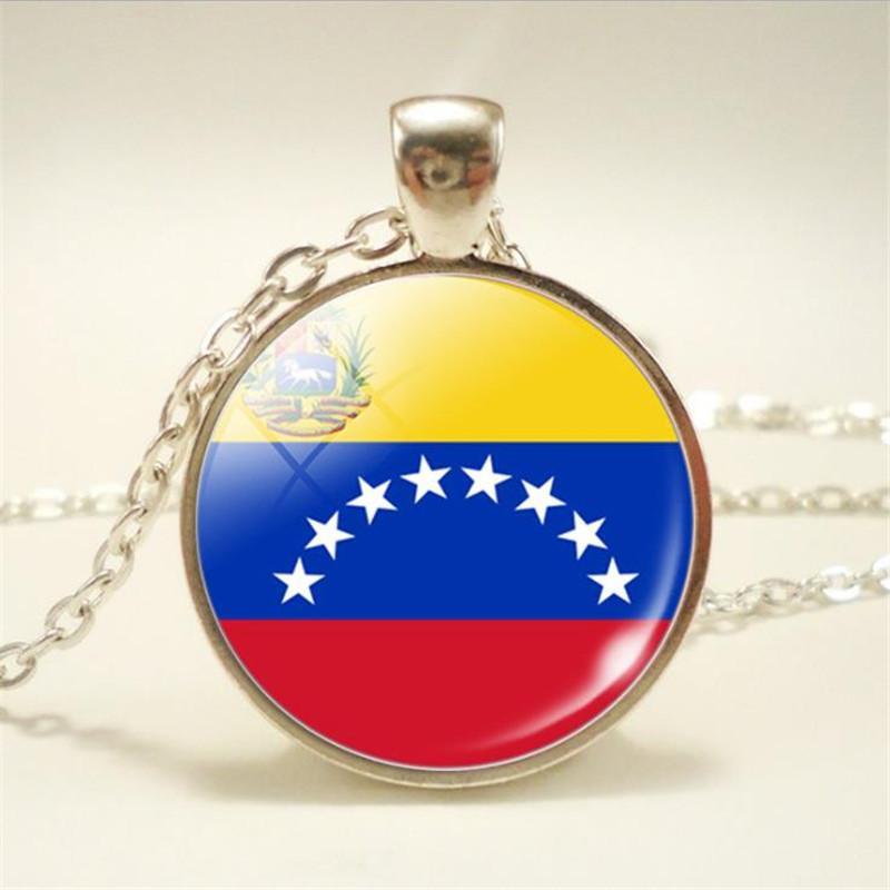 bc69525fc0 Compre Fashion Time Gem Glass Cabochon Venezuela Bandera Nacional Copa Del  Mundo Aficionado Al Fútbol Collares Con Dijes Colgantes Para Mujeres  Hombres ...
