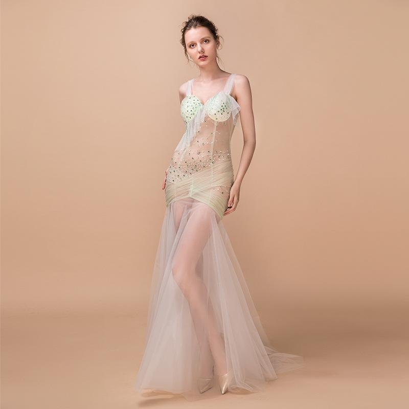 2019 New sexy Banquet sexy evening dress New mesh V-neck halter banquet sexy evening dress bright diamond handmade long skirt nightclub