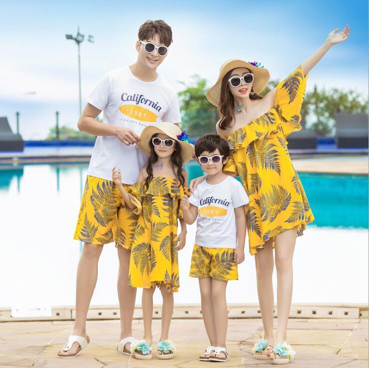 Acquista Vacanze In Famiglia Abiti Da Abbinare Spalla Abiti Da Mamma E  Figlia Mamma E Me Vestiti Papà Figlio Imposta Summer Look A  43.71 Dal  Breenca ... b1848a2f88a