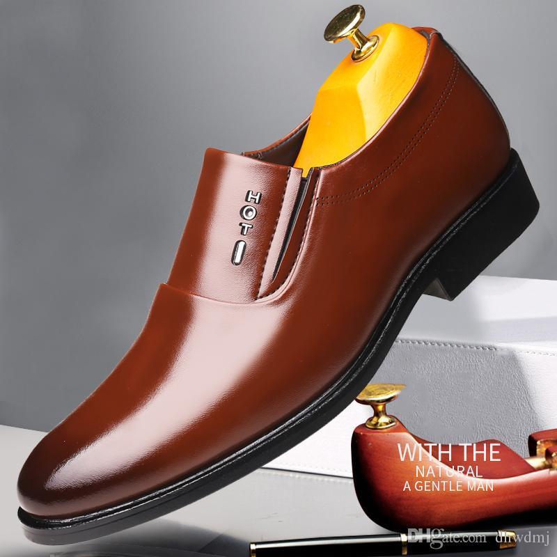fd91d92916f Compre Zapatos De Moda Para Jóvenes Hechos A Mano De Cuero Genuino Clásico  Inglaterra Hechos A Mano Para Hombres Slip On Gentleman Wedding Dress Zapatos  De ...