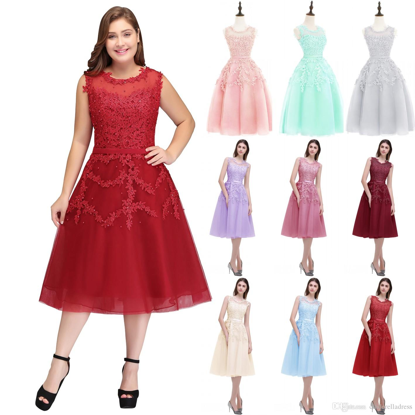 Cheap In Stock Plus Size Red Lace Short Homecoming Cocktail Dresses Tulle Lace Beaded Knee Length A Line Formal Party Dresses CPS298
