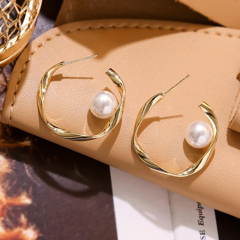 2020 New Korean Personality Simple Metal Texture Irregular Round Pearl Hoop Earrings for Fashion Women Girl Jewelry Accessories
