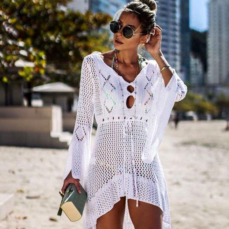 7fa7ea8067e7 2019 Crochet Vestido de playa de punto blanco Vestido largo Túnica Pareos  Bikinis largos Cubrir Bata de baño Robe Plage Ropa de playa