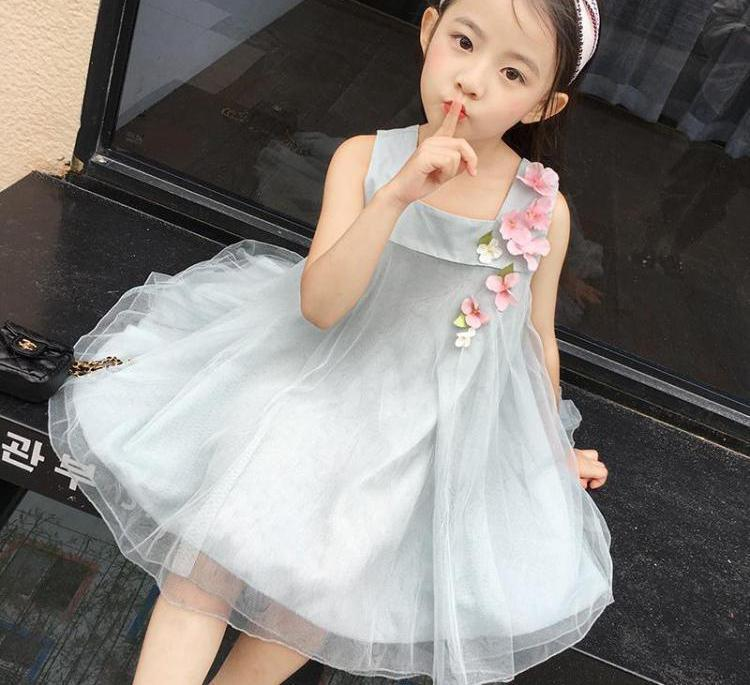 edf8efdaaff86 Hot Selling 2019 New Summer Girls Dresses Cute Fashion Sleeveless Floral  Lace Princess Dress 3-12T Girl Children Clothes 6ds396