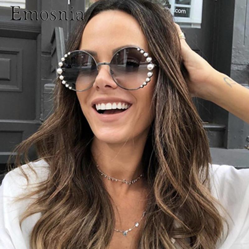 Compre Emosnia Rodada Pérola Óculos De Sol Modis Oculos De Sol Feminino  2019 Mulheres De Luxo Do Vintage Designer De Marca Óculos De Sol Gradiente  Uv400 De ... a81a3cecea