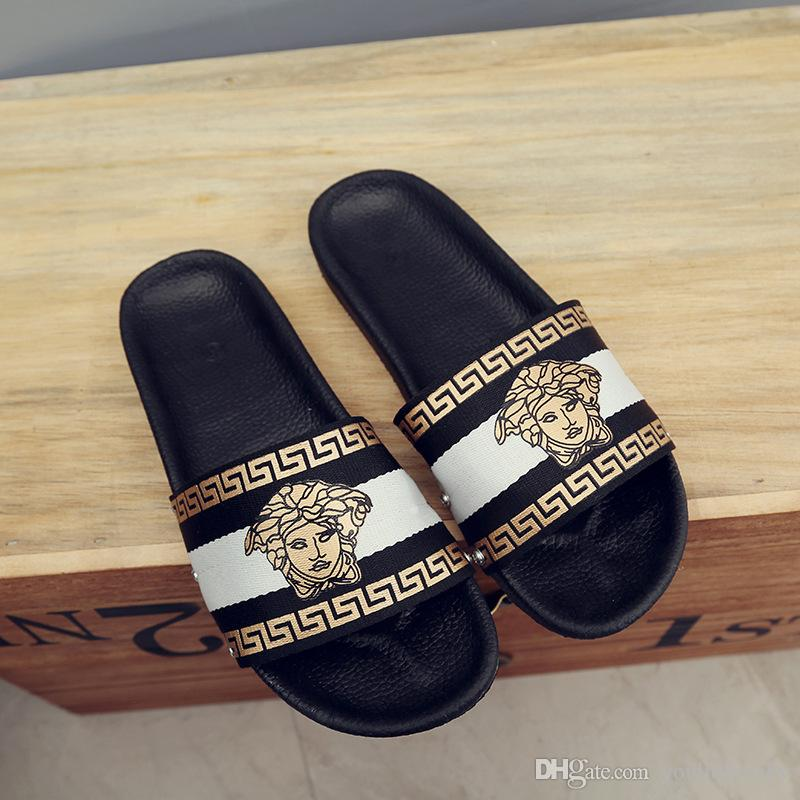 2019 Hot sale fashion design Slippers female summer European and American wear flat bottom flip beach slippers