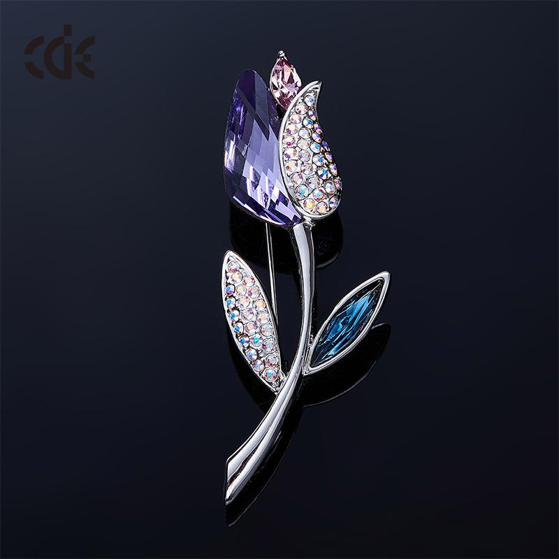 2668900805a5 2019 The 2019 New Flower Brooch Adopts Swarovski Crystal Rose Fashion Brooch  From Oriental123