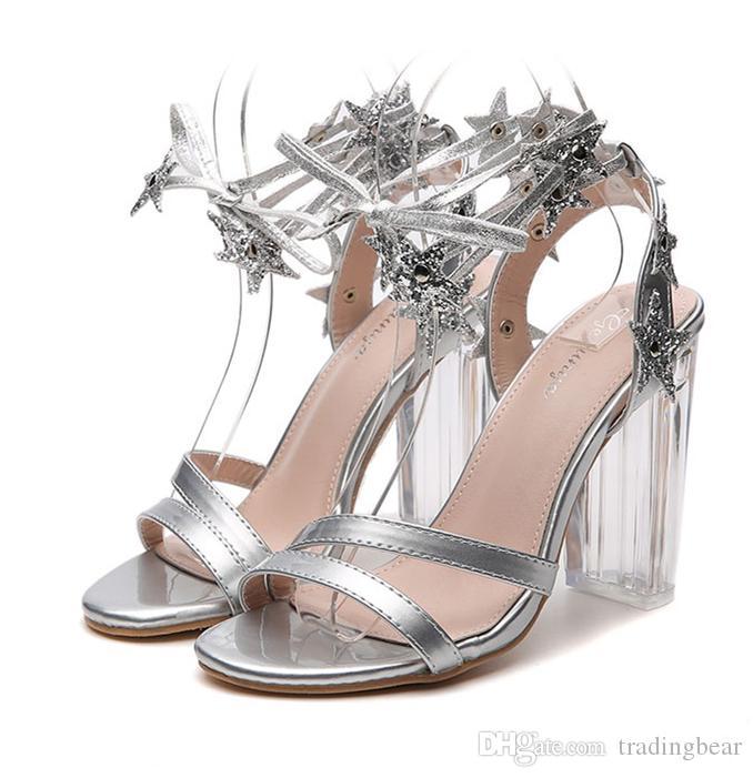 3de7a51e91 Compre 2019 Tornozelo De Prata Envoltório De Cristal Calcanhar Sapatos De  Casamento Designer De Luxo Mulheres Sandália Sapatos Tamanho 35 A 40 De ...