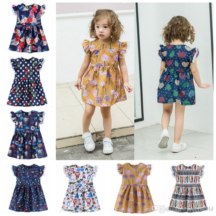 ac28831df7d5 Acquista Abiti Ragazze Flying Sleeve Princess Dress Fiori Ragazze Abiti  Estate Vestiti Bambini Boutique Abbigliamento Bambini 17 Disegni YW2681  All ingrosso ...