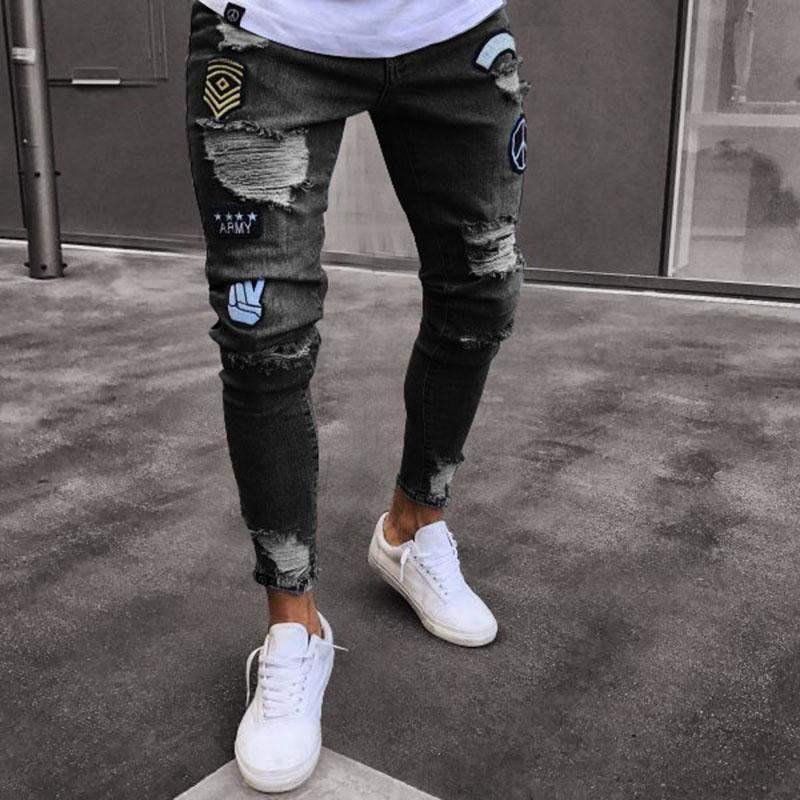 aded846e204d58 Großhandel 2018 Classic Cowboys Young Man Schwarz Blau Männer Casual Dünne  Sommer Denim Pants Loch Bestickte Jeans Slim Herrenhose NEU Von Hognyeni,  ...