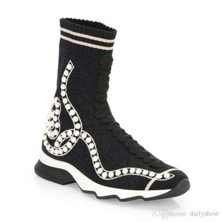 6d020460218 Compre 2018 Nuevo Diseño De Lujo De Perlas Calcetines Botas Mujer Pisos Zapatos  Casuales Otoño Botines Mujeres Negro Raya Blanca Estiramiento Botas A ...