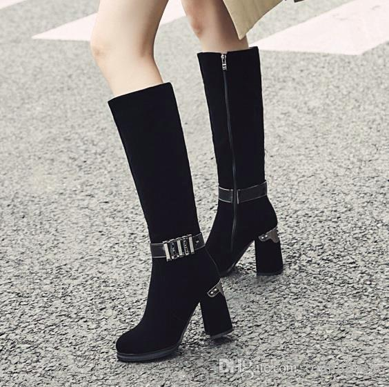 Küçük büyük boy 33-42 43 lüks siyah metal plaka tıknaz topuk diz yüksek çizmeler ayakkabı tasarımcısı 9cm