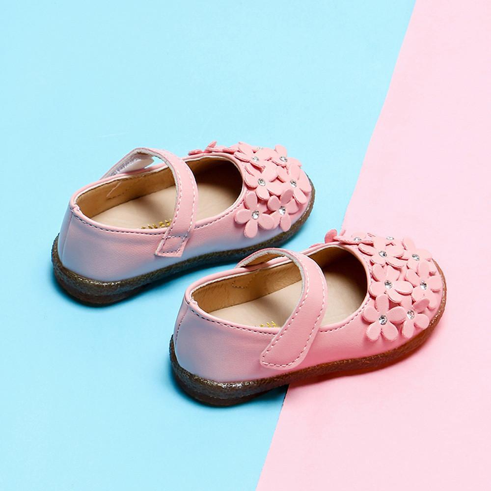 55cfbcd489ceb Acheter 2019 Designer Mode Printemps Et Automne Bébé Filles Enfants Fleur  Chaussures En Cuir Fleur Semelle Souple Enfant Princesse Chaussures Mujer  De ...