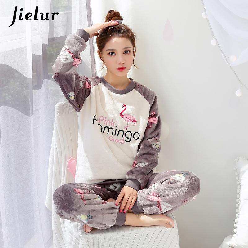 02283bef5 Compre Jielur Dos Desenhos Animados Flamingo Pijamas Set Outono Bordado  Flanela Fina Grosso Pijama Femme Suave Manga Comprida Top + Calças Pijamas  Da Mulher ...