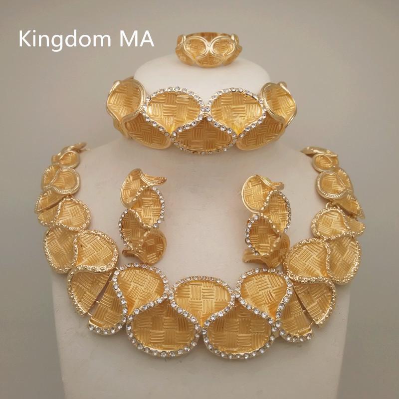 3d3391960c2c Compre Reino Ma Top Dubai Gold Color Sets Boda Nigeriana Collar De Cristal  Africano Pulsera Anillo Pendiente Gran Conjunto De Joyas C19041501 A  20.61  Del ...