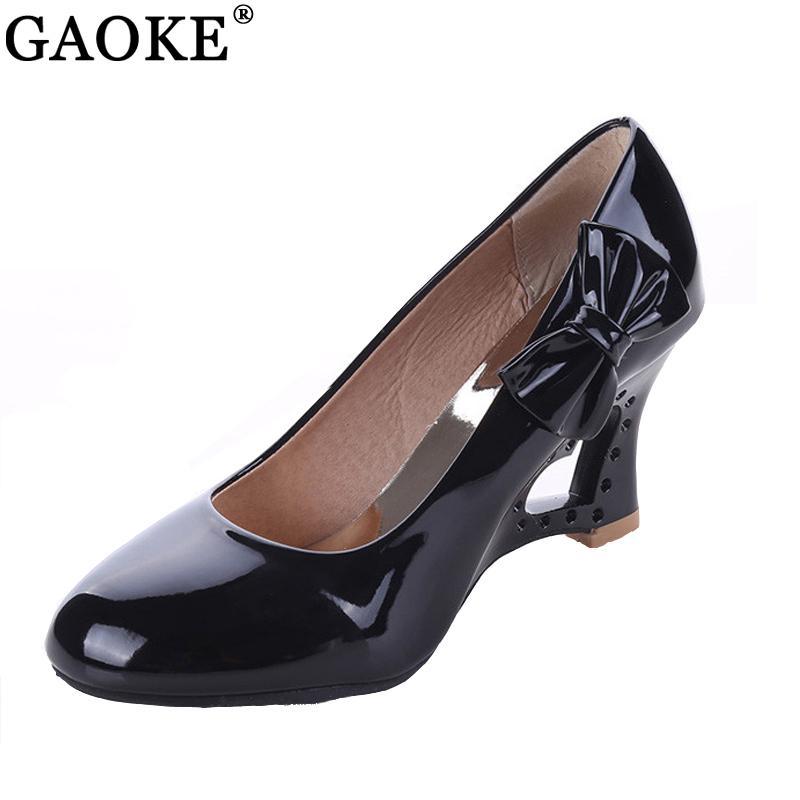 Compre Zapatos De Vestir 2019 Ladies Stiletto Tamaño Grande 35 43 Mujeres  Tacones Altos Strange Heart Heels Mujer Bombas Bowtie Oficina De La Boda De  La ... 6ebf8e67a7a8