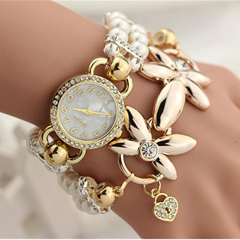 84ba9f0a5c4 Compre Pulseira De Pérolas De Luxo Relógio De Pulso Elegante Flores  Rhinestone Relógio De Quartzo Das Senhoras Das Mulheres Casuais Relógio  Relógios Relogio ...