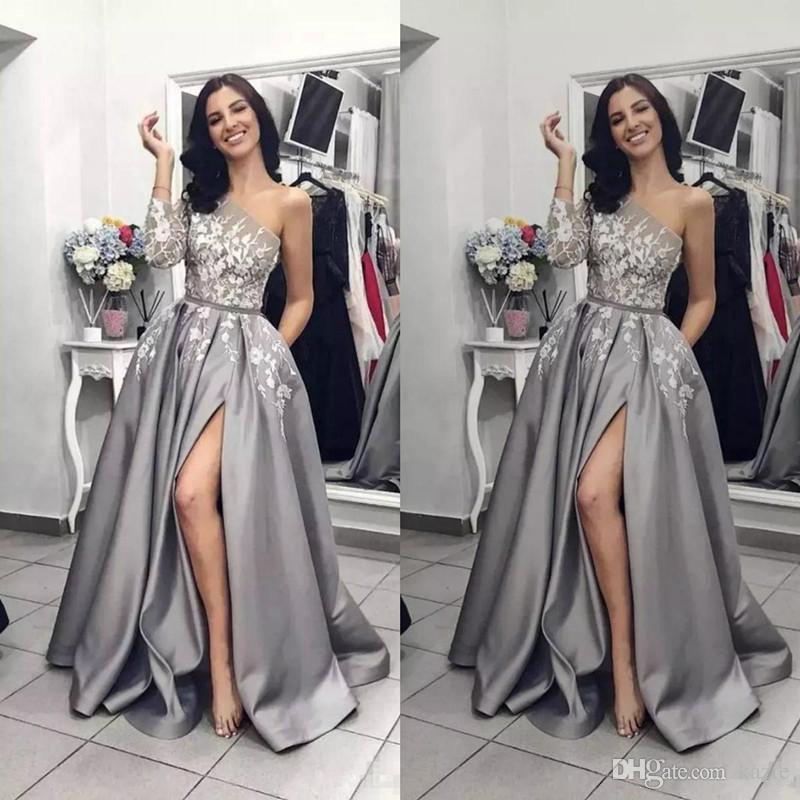 3afbeb887700 Acquista 2019 Argento Grigio Fessura Prom Dresses Una Spalla Manica ...
