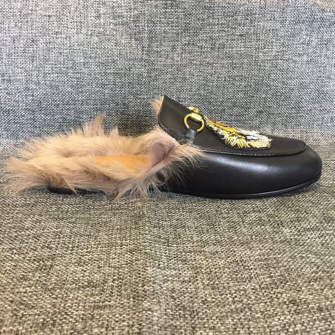 315377fa5 Women Shoe! Genuine Leather Tiger Fur Mules Shoes Slides Slippers Unisex  Black Luxury Slippers Mules Men Ladies 3A Flat Shoes Yellow Shoes From  Wuhao1, ...