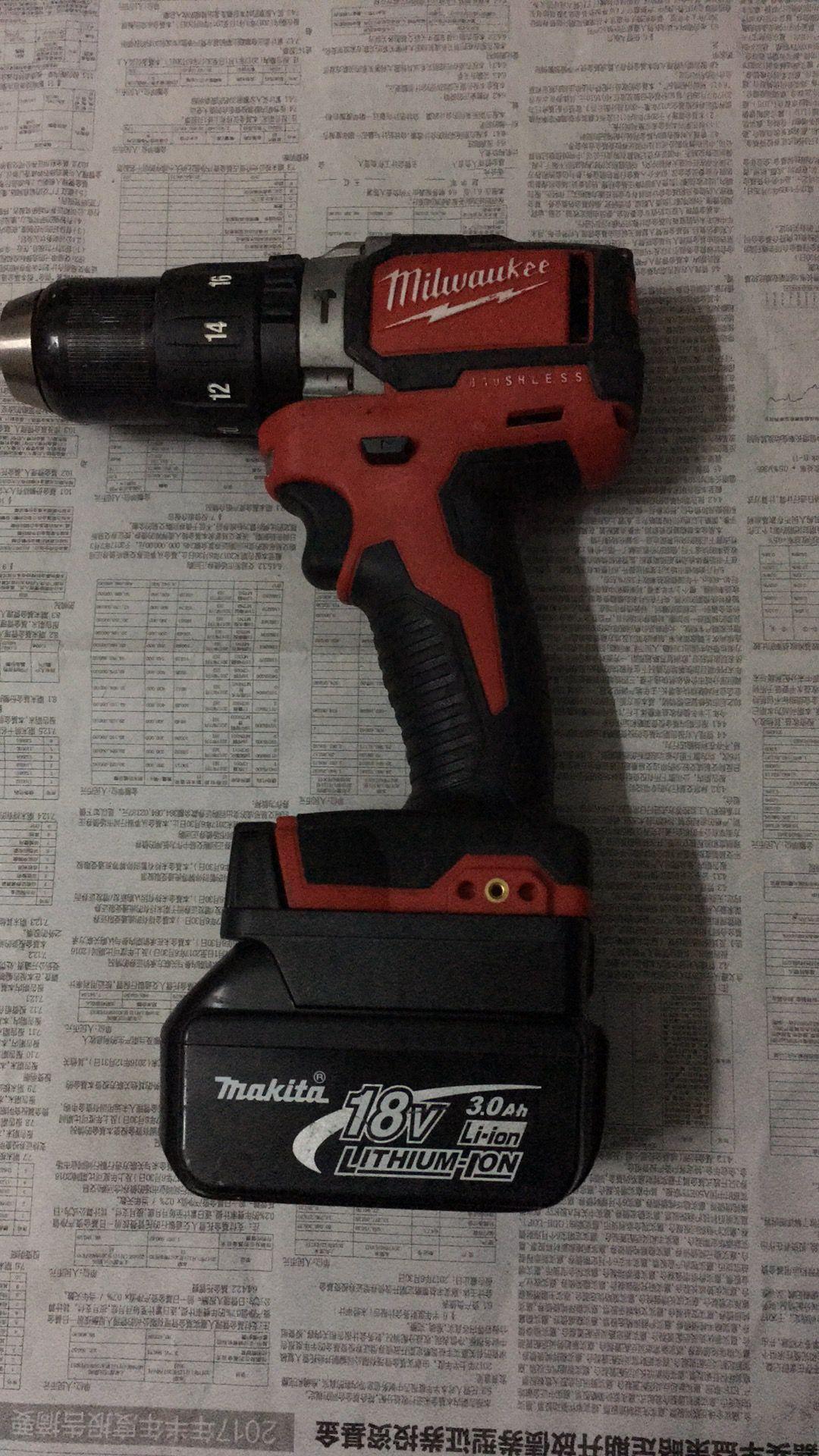 Makita 18V Power Tools Li-ion Battery Adapter convert to Milwaukee 18V tool  usage