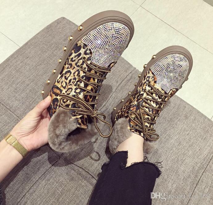 2cc06faf84b Compre Moda De Lujo Para Mujer De Piel Sintética Leopard Rivet Rhinestone  Plataforma Botas Altas Diseñador Martin Boots Con Cordones A  51.26 Del  Fyc369 ...
