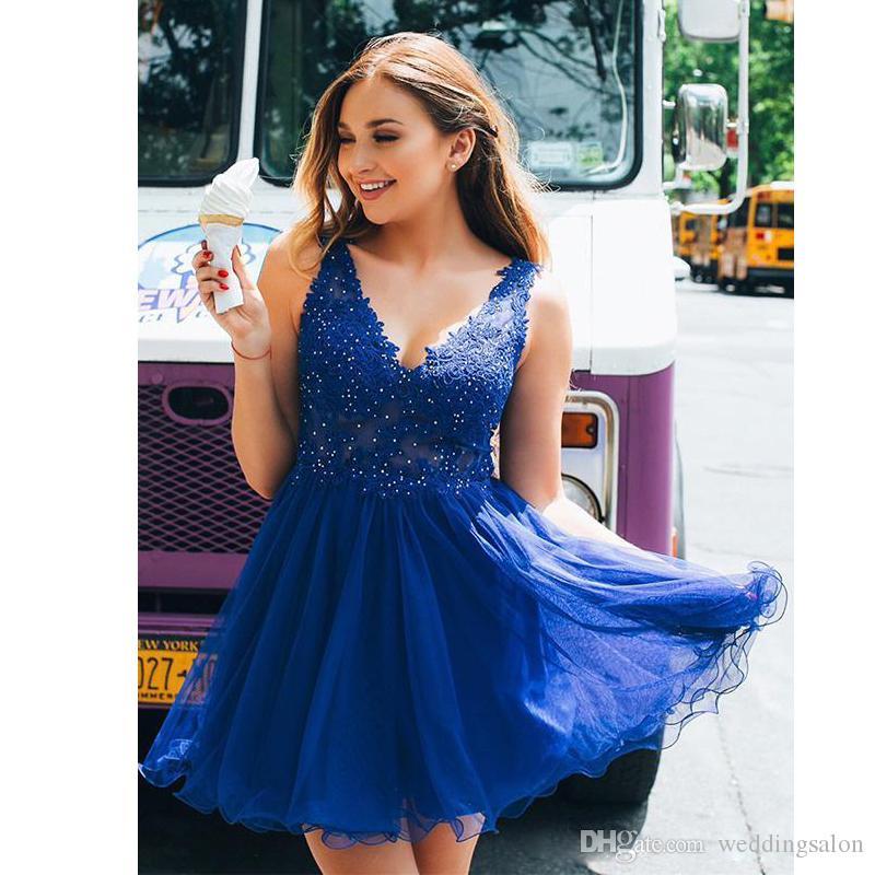 e7dd1407f1bfa Satın Al Sevimli Kraliyet Mavi Mini Mezuniyet Elbiseleri V Yaka Kolsuz  Backless Aplikler Boncuk Mezuniyet Elbise Tül Kısa Balo Abiye, $110.49 |  DHgate.