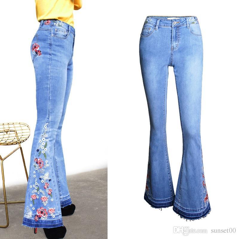 bf85dbfaa8 Hot pantaloni gamba larga pantaloni a zampa di jeans pantaloni femminili  ricamati con stampa fiori blu chiaro più le dimensioni