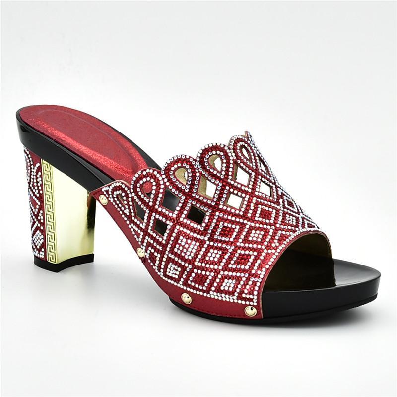 edcd15f48b4 Compre Sandálias De Luxo Mulheres Deslizamento Em Sapatos Decorados Com  Strass Sapatos De Grife Mulheres De Luxo 2019 Sapatas Das Mulheres Para O  Partido De ...