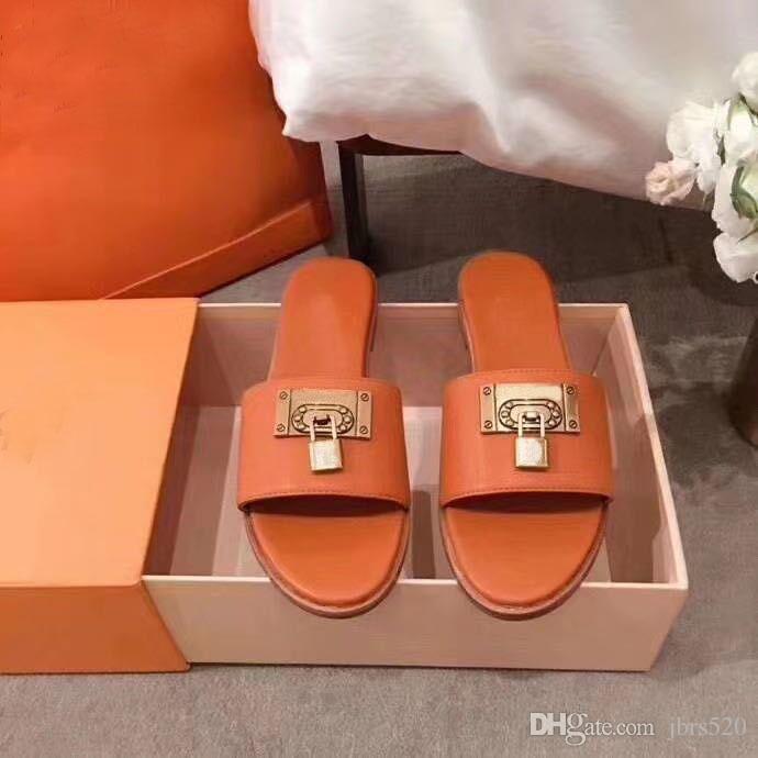 الصيف أزياء المرأة شاطئ النعال جلدية الكرتون كبير رئيس النعال الأحذية المسطحة فندق خطابات امرأة الأحذية المعادن قفل رئيس النعال 35-42