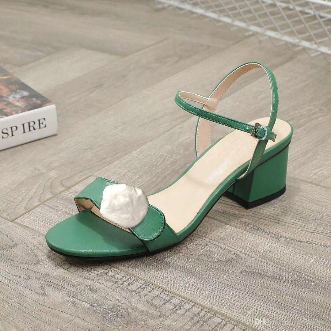 Designer Mid Sandales à talons 100% cuir chaussures femme talon rude mode boucle métal luxe sandales femmes sexy chaussures de plage grande taille 34-42