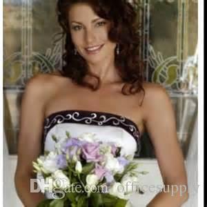 ホットホワイトと紫のウェディングドレス2020刺繍vestido deカスタムメイドのAラインストラップレスレースアップチャペル列車ブライダルガウン