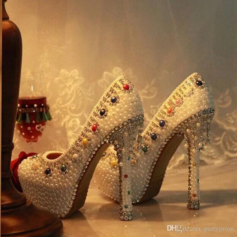 Plataforma de borlas de diamantes de imitación de cristal de lujo de estilo más nuevo Tacones altos Zapatos de boda para mujer Bombas de perlas de marfil