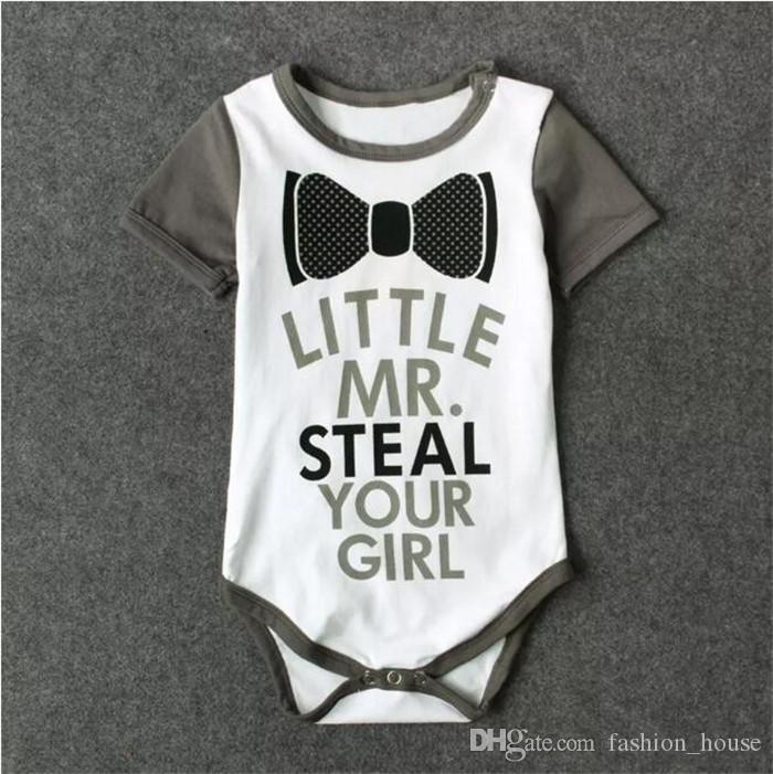 Erkek bebek sevimli boyun yay romper küçük Sayın kızınızı çalmak yenidoğan kısa kollu onesie ins sıcak harfler baskı bebek giyim A08