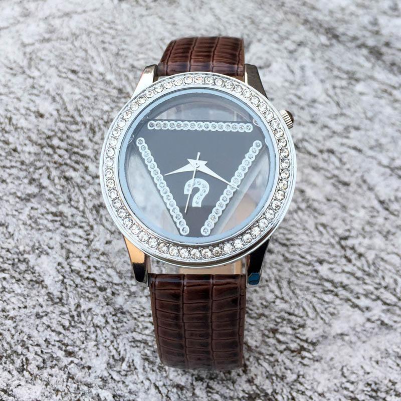 Marca de moda das mulheres da menina de cristal triângulo estilo de discagem pulseira de couro relógio de pulso de quartzo GS05