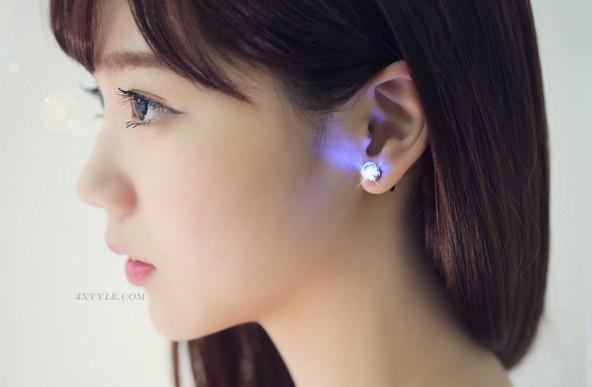 Leuchten Sie LED Ohrringe Ohrstecker Ohrring blinkende Edelstahl Ohrringe Stud Dance Party Ohrringe für Männer Frauen Zirkon Ohrring Geschenke SL