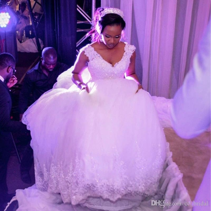 Fashion Nigerian Lace Wedding Gowns With V Neck Crystals
