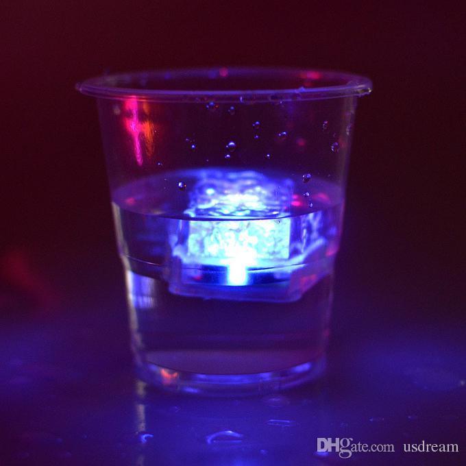 Aoto colors Mini Romantic Luminous Cube LED Artificial Ice Cube Flash LED Light Wedding Christmas Party Decoration