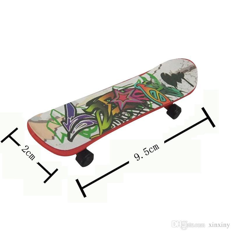 hildren игрушки анимация соседняя модель палец доска грузовик мини сплав ABS скейтборд играть игрушки палец скейтборды