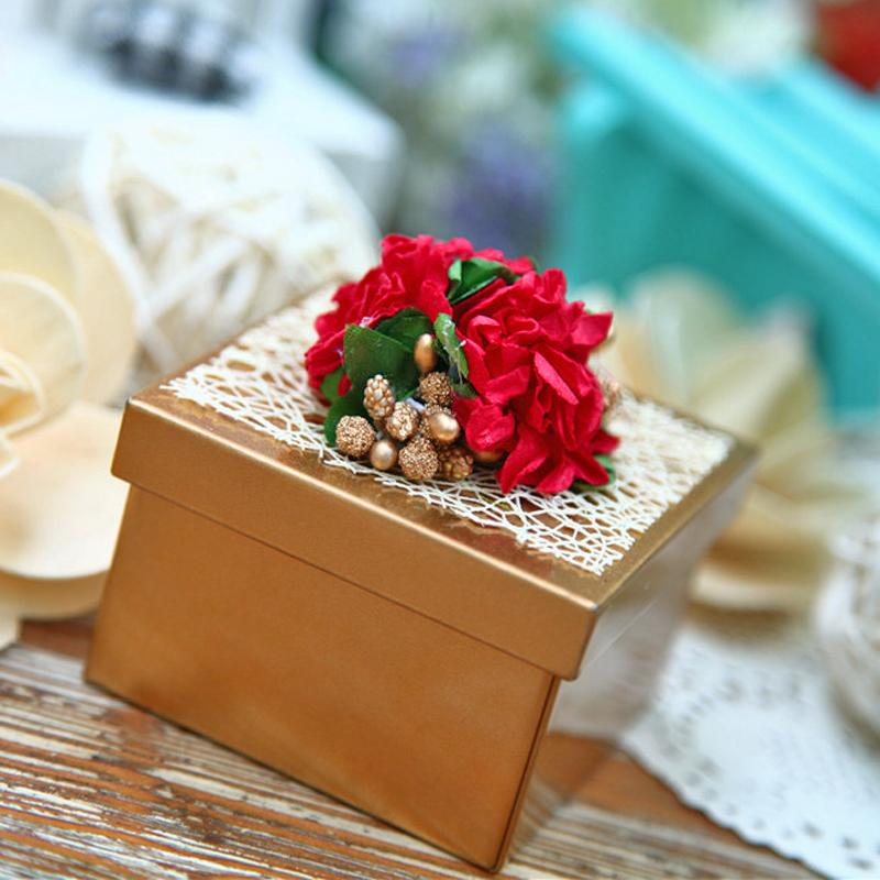 New Wedding Favor Box Gold Iron Metal Square Candy Boxes With Red Rose Flowers Cute Beautiful Special Gift Supplies Favors Top Heart Shaped