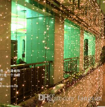 屋外のパティオバーの上の10メートル×5m 1600ledの防水LEDのカーテンライトが飾られて飾られた屋外のパティオバー