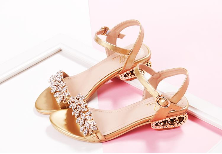 2015 Summer New Leather Flat Sandals Girls With Diamond Wedding Shoes Open Toed Fashion Sexy Nightclub 6119 Mid Heel Monsoon
